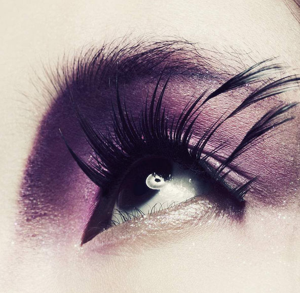 use false eyelashes to make your eyes brighter