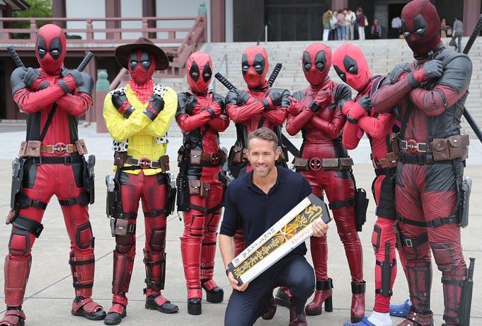 deadpool cosplay with ryan reynolds